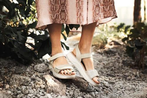 Flores beige metallic joya schoen